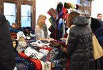 Tapahtumassa on sunnuntainakin mukana yli 40 kädentaitajaa myymässä tuotteitaan.  Kuva: Tia Yliskylä