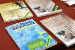 Wetterhoff-myymälän Annie Sloan ?osastolla voi selailla ideakirjoja. Kuva: Tia Yliskylä