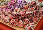 Aistikas-korujen upeat joulupallot löytyvät Wetterhoffin Korttelijoulusta.