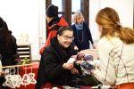 Kaja Selter myi villasukkia ja -lapasia.
