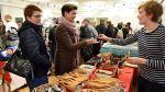 Katri Kemppi myi puulastoja ja muita keittiötarvikkeita.