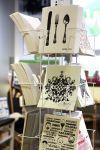 Hilpeä tiskiliina on arjen ilostuttaja! Wetterhoff-myymälä myy esimerkiksi sisustus- ja lahjatavaroita Hämeenlinnassa. Kuva: Tia Yliskylä