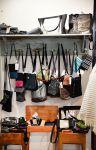 Käsintehdyt laukut ja pussukat löydät Wetterhoff-myymälästä Hämeenlinnasta. Kuva: Tia Yliskylä