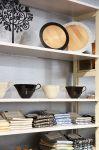 Uniikit astiat ja keittiötekstiilit ovat toivottuja lahjoja. Tervetuloa Wetterhoff-myymälään Hämeenlinnaan! Kuva: Tia Yliskylä