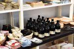 Wetterhoff-myymälän hyödyllinen pyykkietikka puhdistaa luonnonmukaisesti. Kuva: Tia Yliskylä