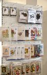 Wetterhoff-myymälä tarjoaa laajan valikoiman kirjontamalleja ja tarvikepaketteja. Kuva: Tia Yliskylä
