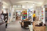 Wetterhoff-myymälän tee itse -osasto on laaja lankojen, kuteiden, ryijyjen ja käsityötarvikkeiden myymälä. Kuva: Simo Karisalo