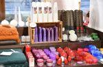 Wetterhoff-myymälä myy upeita kotimaisia kynttilöitä, kuten Desicon ja Kynttilätalon tunnelmanluojia. Kuva: Tia Yliskylä