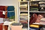 Wetterhoffin pehmoiset torkkuhuovat ovat hämeenlinnalaisen AL-Monityön tekstiiliverstaasta, Lapuan Kankureilta ja ruotsalaiselta Klippanilta. Kuva: Tia Yliskylä